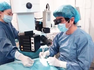 姉妹院のはたえ眼科での白内障手術の執刀を依頼している吉田起章先生です。